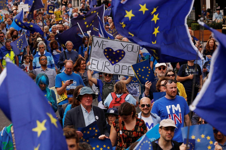 """Foto: Manifestantes contrarios al Brexit durante la """"Marcha por Europa"""" celebrada en Londres, el 3 de septiembre de 2016 (Reuters)."""