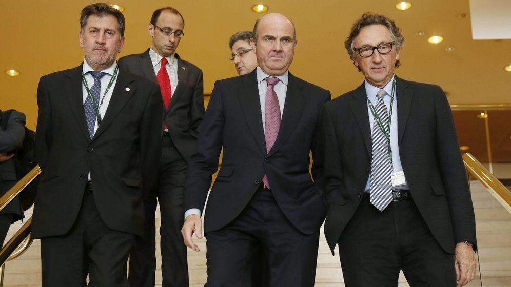 Foto: Artur Carulla, presidente de Agrolimen (a la derecha), en una imagen de archivo con el exministro Luis de Guindos.