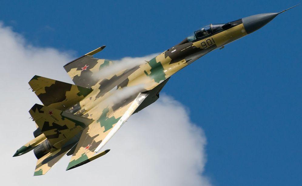 Foto: El SU-35S, en pleno vuelo. (Foto: Wikimedia Commons)