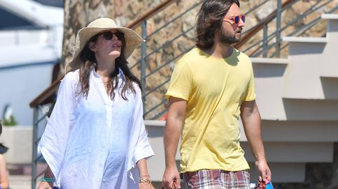 Carlota Casiraghi pasea embarazo y anillazo de compromiso por St. Tropez