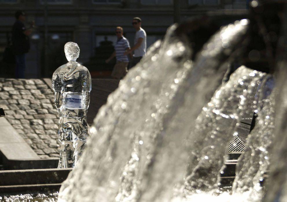 Foto: Estatuas de hielo recuerdan el daño solar en la piel. (EFE)