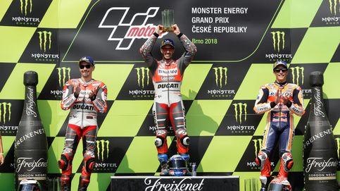 Márquez, espectador de lujo en la batalla entre Dovizioso y Lorenzo en Brno