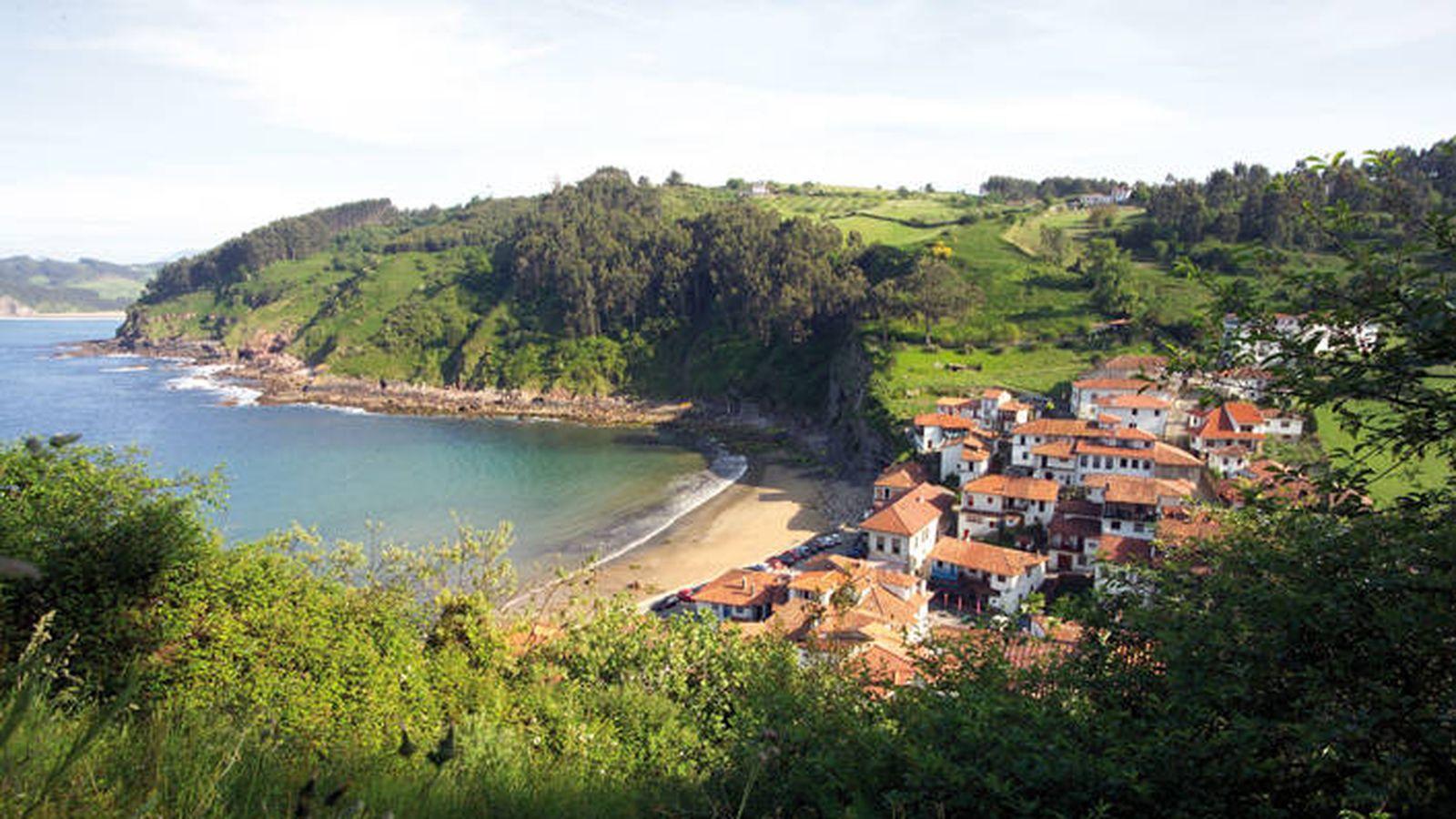 Foto: Tazones, de lejos. De cerca es más bonito aún. (Cortesía Turismo de Asturias)
