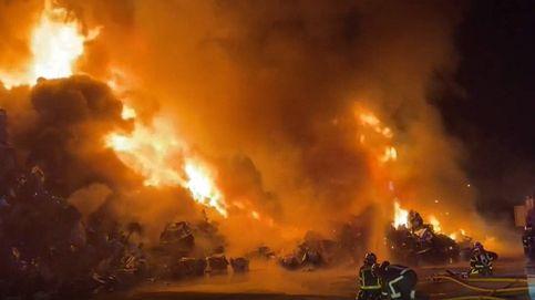 Así ha sido el incendio en una chatarrería de Leganés