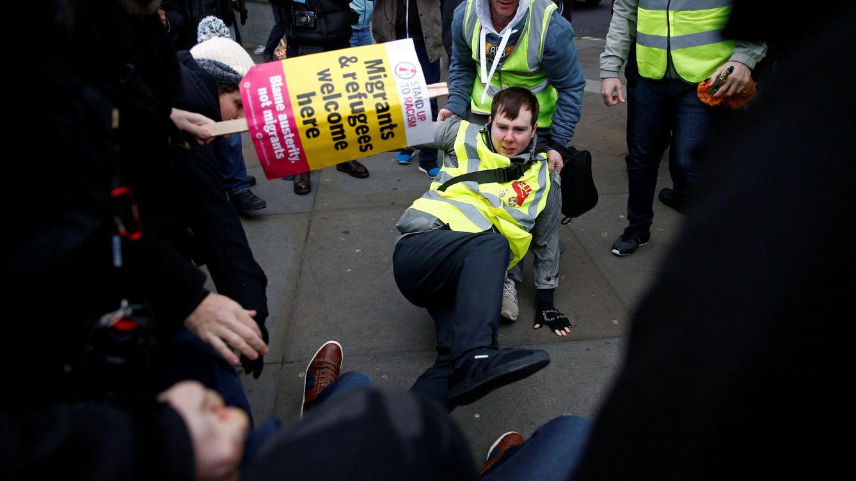 Foto: Manifestantes a favor y en contra del Brexit se enfrentan durante una manifestación en el centro de Londres. (Reuters)