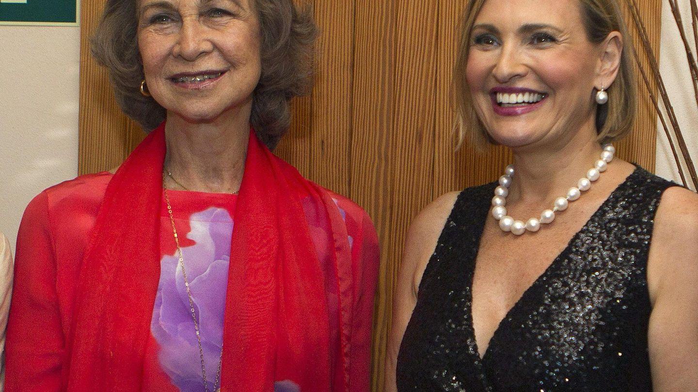 La reina Sofía, con Ainhoa Arteta en un recital benéfico en Mallorca. (EFE)