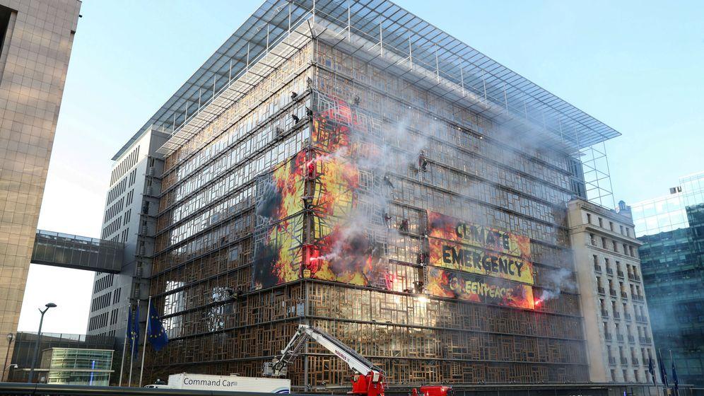 Foto: Sede del Consejo Europeo en Bruselas durante una acción de Greenpeace. (Reuters)