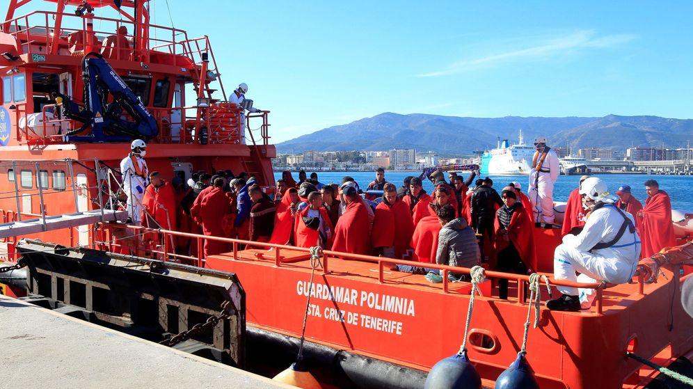 Foto: Salvamento Marítimo durante un rescate (Efe)