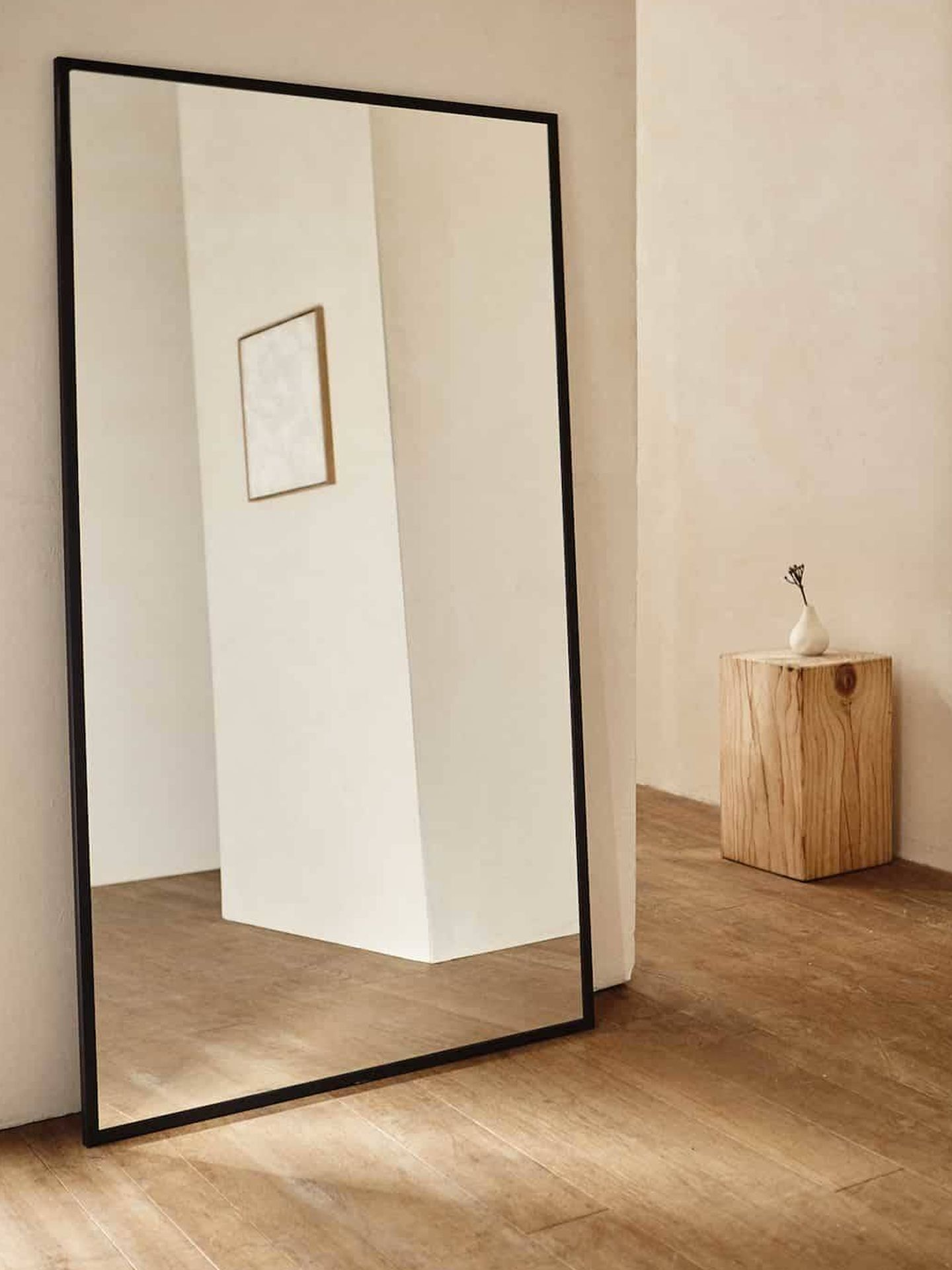 Espejo grande de Zara Home. (Cortesía)
