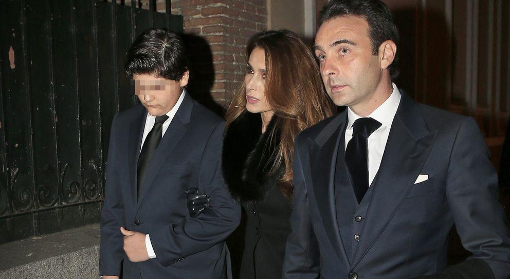 Foto: Genoveva Casanova, Lydia Bosch y las Campos arropan a Paloma Cuevas en el funeral de su hermano