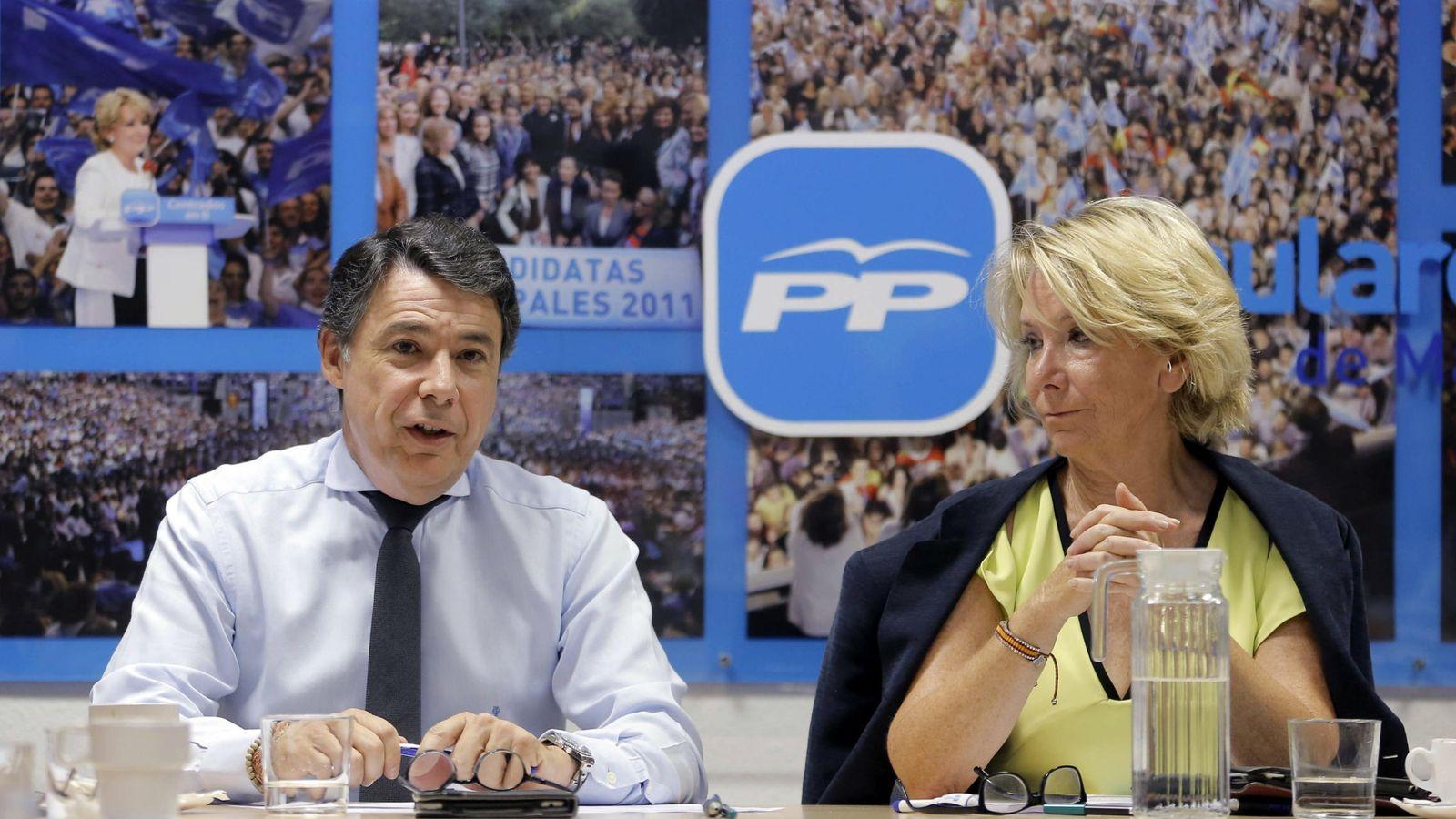 Foto: Fotografía facilitada por el PP de Madrid de Esperanza Aguirre (d) e Ignacio González. (EFE)