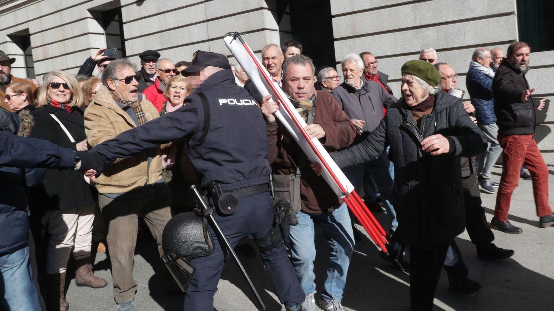 La manifestación ha reunido a entre 3.000 y 4.000 personas, según algunas estimaciones policiales. (EFE)