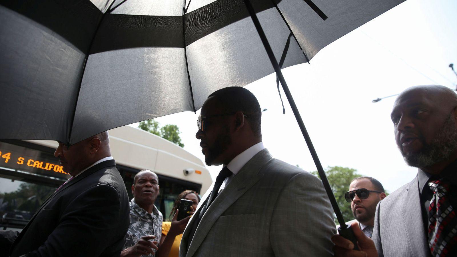 Foto: R. Kelly en el tribunal de Chicago, Illinois. (Reuters)