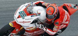 El líder del mundial, Stefan Bradl, logra la 'pole' en Moto2