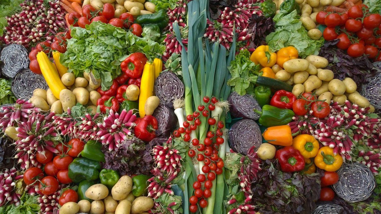 Si fomentamos los alimentos enteros por encima de los procesados notaremos la diferencia al cabo de un mes (Unsplash)