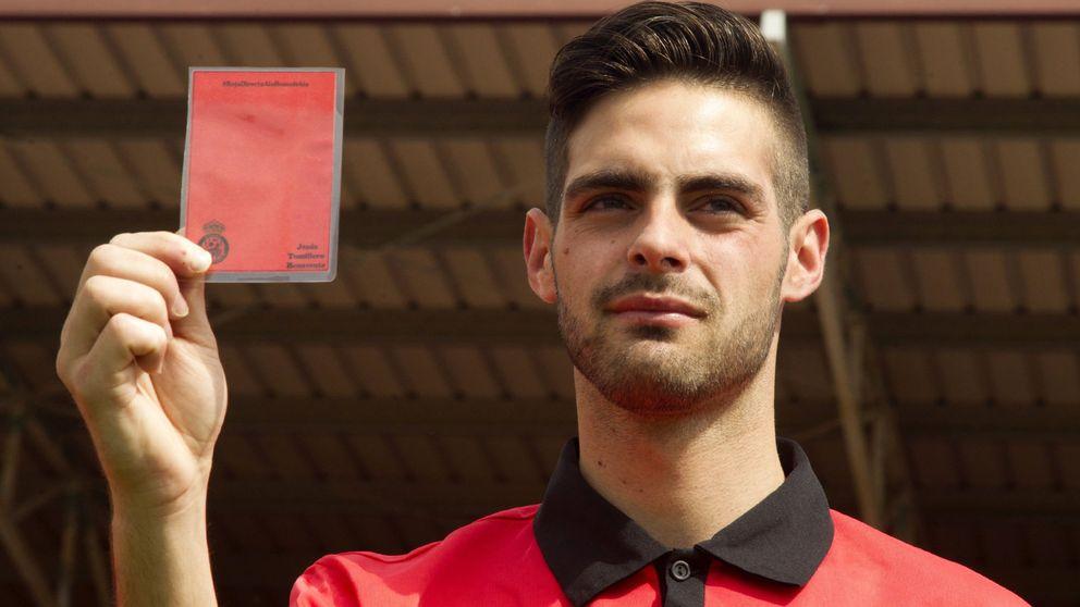 Vete a 'Gran Hermano', chula: insultos y amenazas al árbitro gay en su regreso