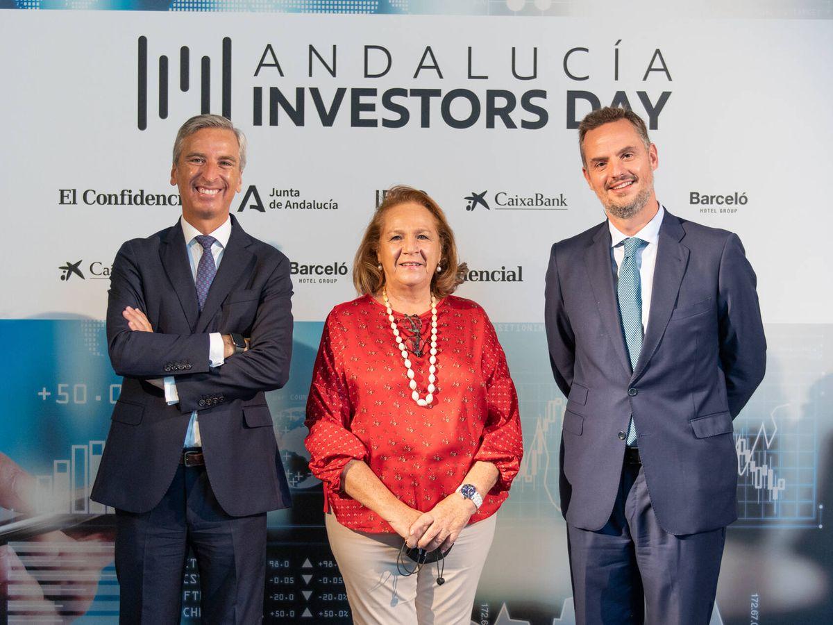 Foto: Germán del Real, CEO adjunto en Ayesa; Concha Yoldi, presidenta de Persán; y Álvaro de la Haza, vicepresidente ejecutivo de Grupo Cosentino.