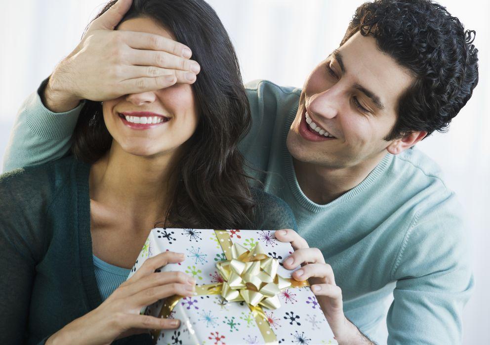 Foto: ¿Te gastarías lo mismo en los regalos para tu pareja si llevases un año que tres meses? (Corbis)