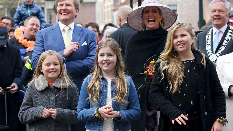 Los reyes, con sus hijas en 2016. (Reuters)
