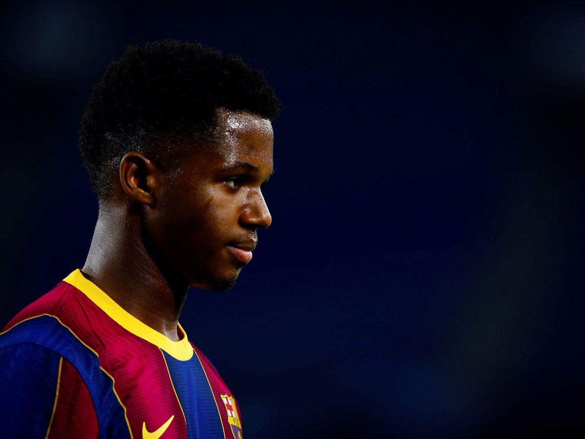 Foto: Ansu Fati se retira del campo en un partido del Barcelona. (Efe)
