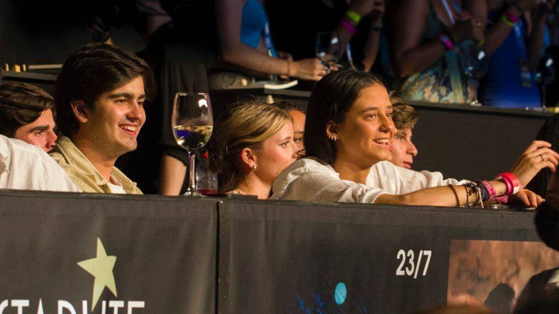 Victoria Federica y su pareja, en el concierto de Nicky Jam. (Cortesía)