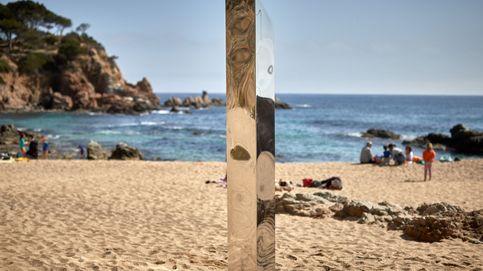 Aparece en una playa de Costa Brava un monolito metálico parecido al de Utah