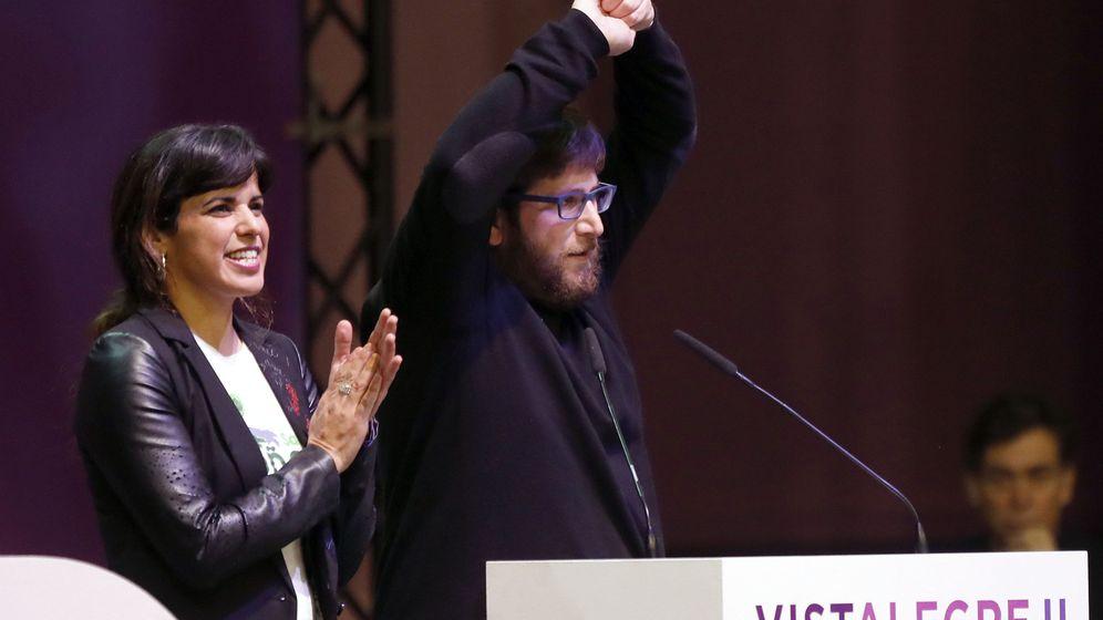 Foto: La coordinadora en Andalucía, Teresa Rodríguez, y el eurodiputado Miguel Urbán, en la asamblea de Vistalegre II, donde presentaron candidatura propia de Anticapitalistas a los órganos de dirección. (EFE)