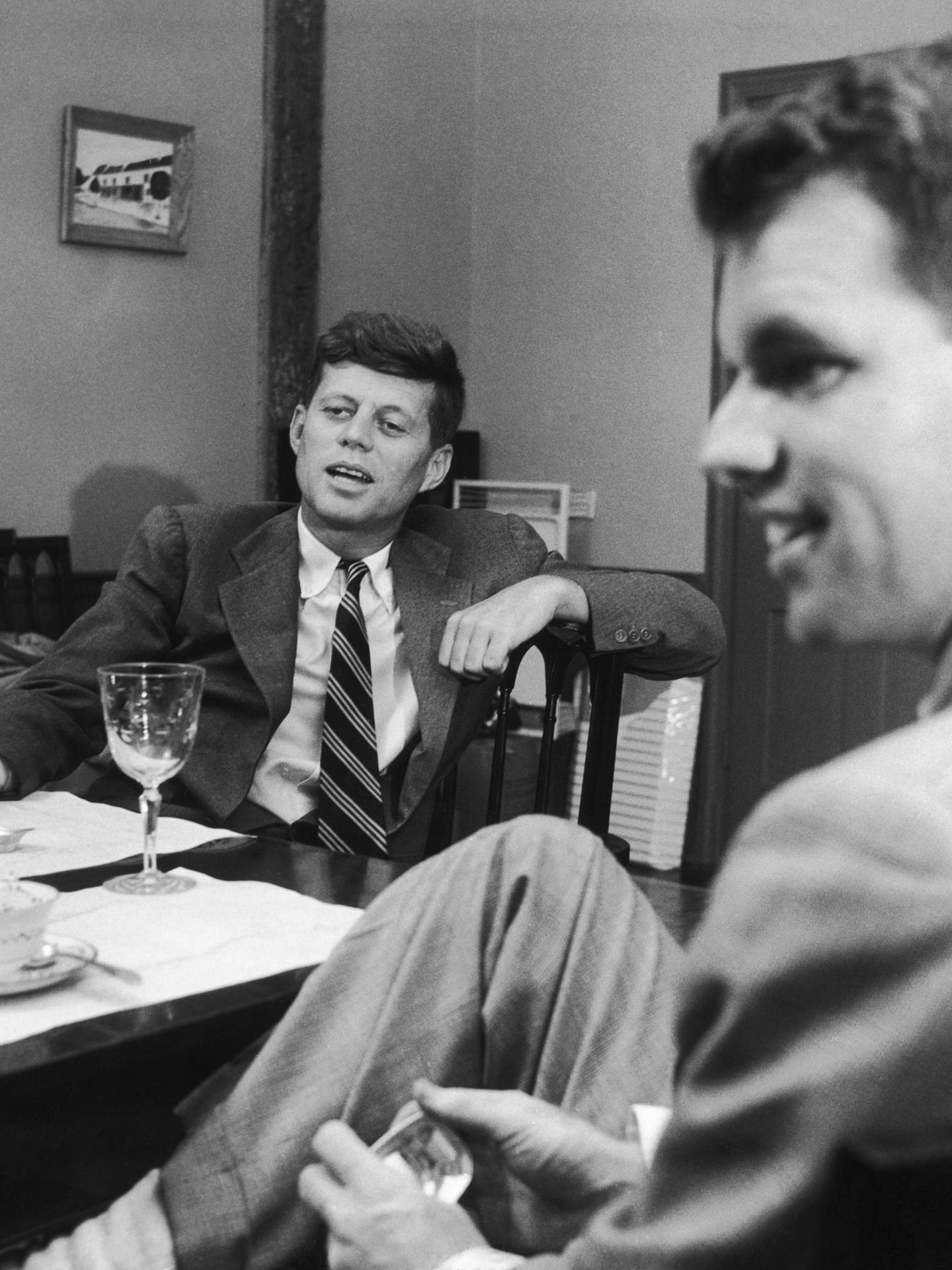 Los hermanos John F. y Robert Kennedy. (Getty)