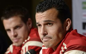 Pedro desvela que Piqué y Cesc han hablado y no hay problemas