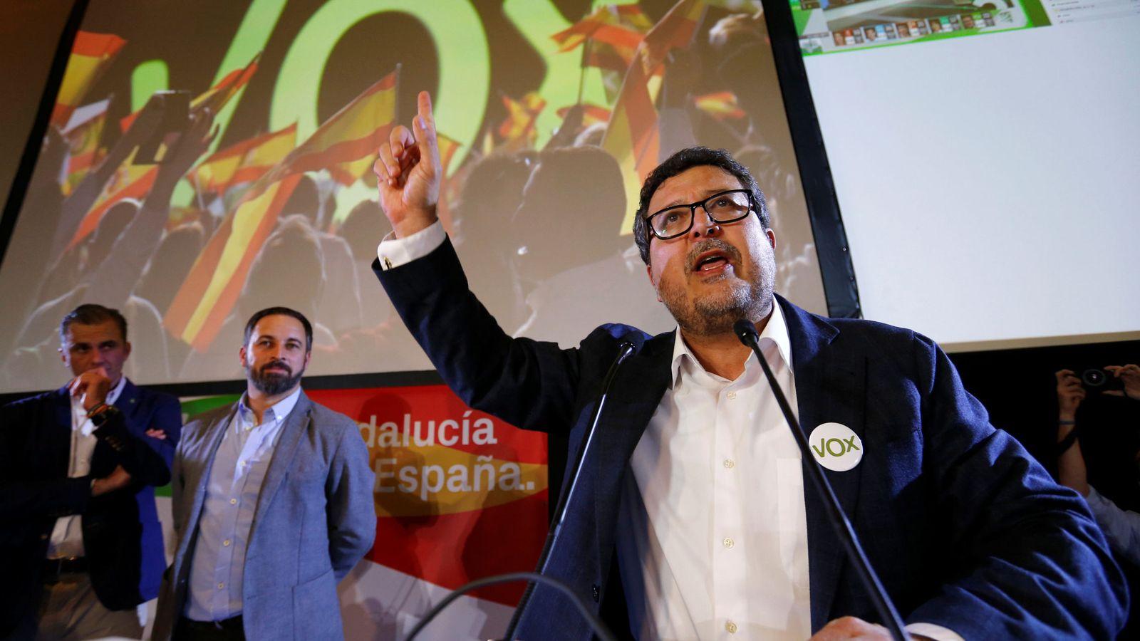 Foto: Francisco Serrano, con Abascal de fondo. (Reuters)