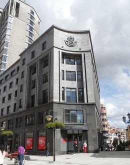 Foto: Edificio de oficinas de correos en Oviedo.