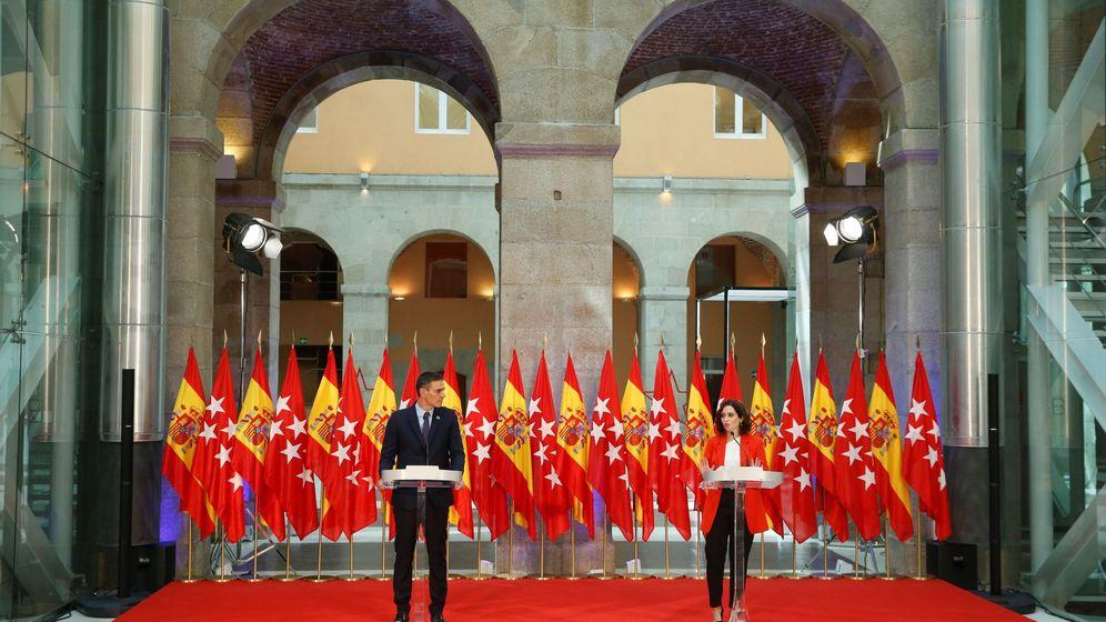 Foto: La presidenta de Madrid, Isabel Díaz Ayuso, y el presidente Pedro Sánchez, en su comparecencia conjunta tras la reunión que mantuvieron en septiembre. (EFE)