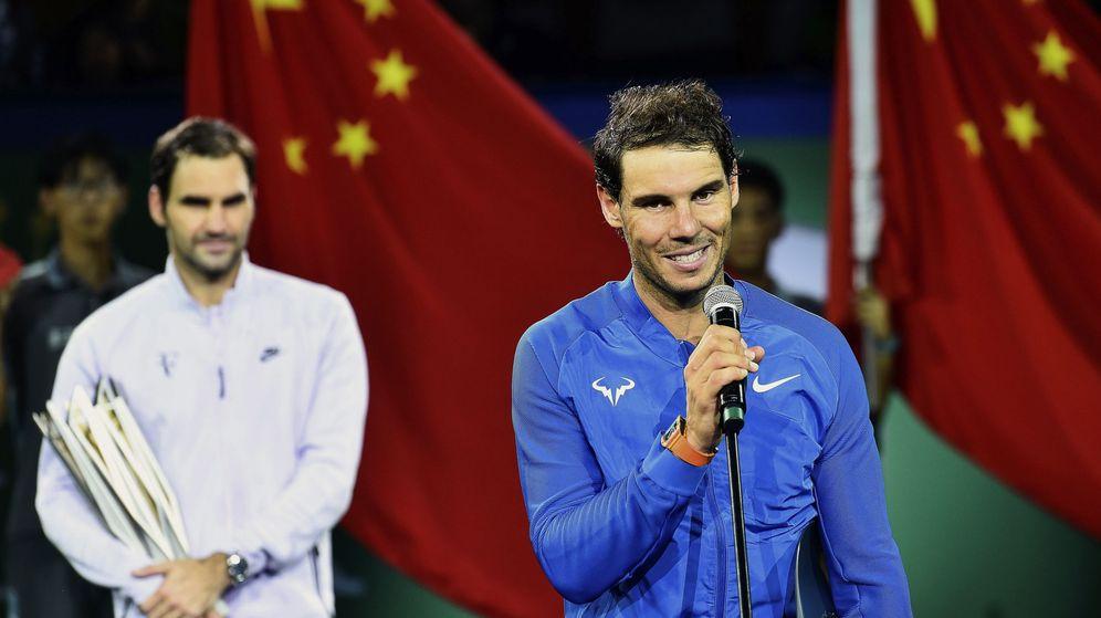 Foto: Nadal y Federer, en la entrega de trofeos. (EFE)