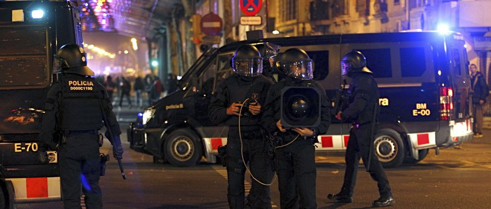 Miembros antidisturbios de los Mossos d'Esquadra. (Efe)