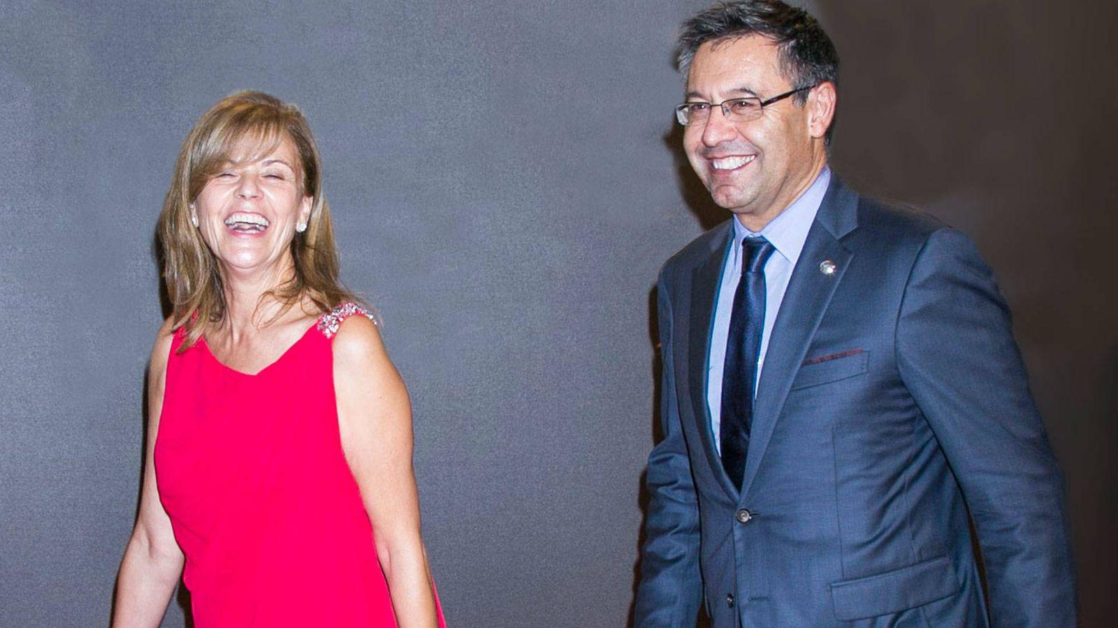 Foto: Marta Frías con Bertomeu, el presidente del Fútbol Club Barcelona. (Getty)
