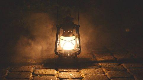 Focos solares para iluminar las noches en exteriores, caminos o jardín