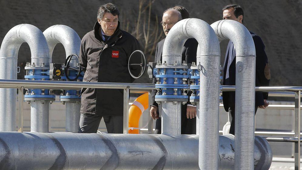 Foto: Ignacio González, expresidente de la Comunidad de Madrid, visitando instalaciones del Canal de Isabel II en marzo de 2014.