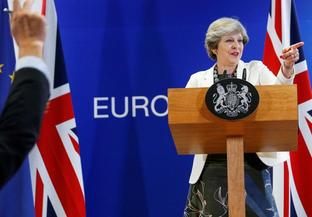 Foto: La primera ministra británica, Theresa May, ofrece una rueda de prensa durante la segunda jornada de la cumbre del Consejo Europeo. (EFE)