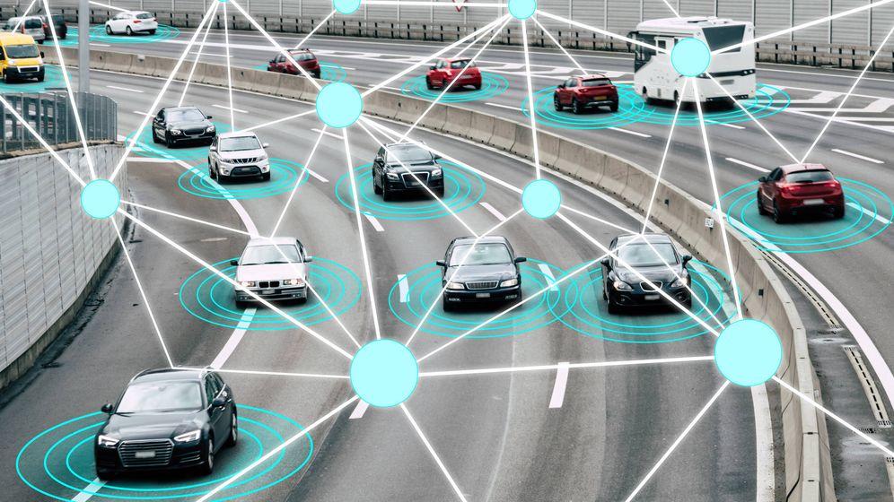 Foto: Ilustración de un radar captando infracciones en la carretera. (iStock)