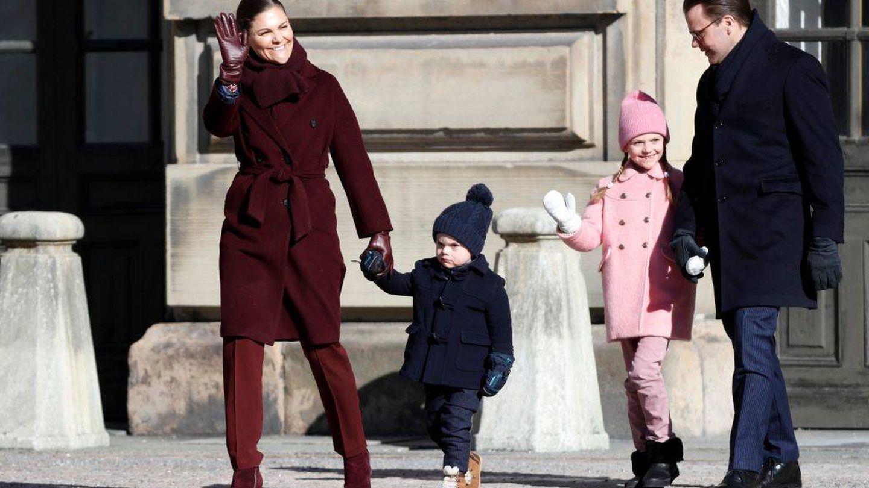 Victoria de Suecia con su familia. (Getty)