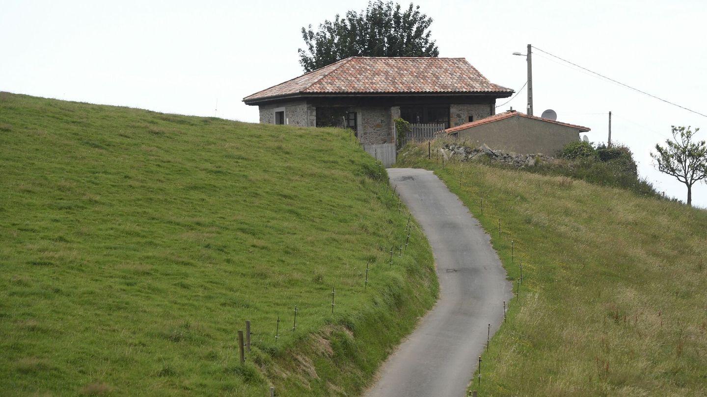 La casa de la abuela paterna de la reina Letizia en el pueblo de Sardéu, en Ribadesella. (EFE)