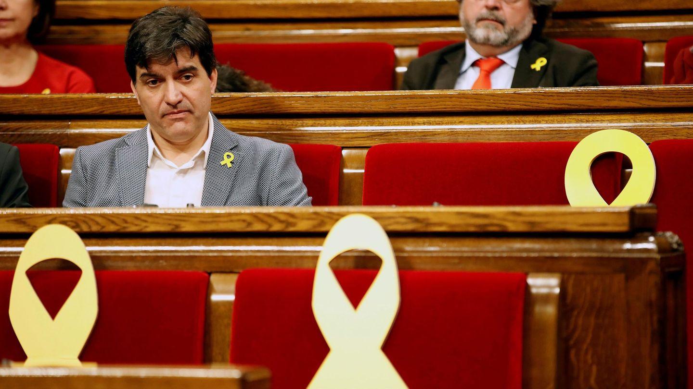 El portavoz de ERC, Sergi Sabrià, en el pleno de este sábado. (EFE)