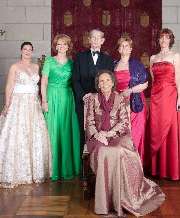 Foto: El rey Miguel con su mujer y cuatro de sus hijas.