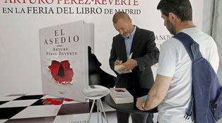 Las dos Españas toman la feria: Monedero y Pérez-Reverte, contra los mindundis
