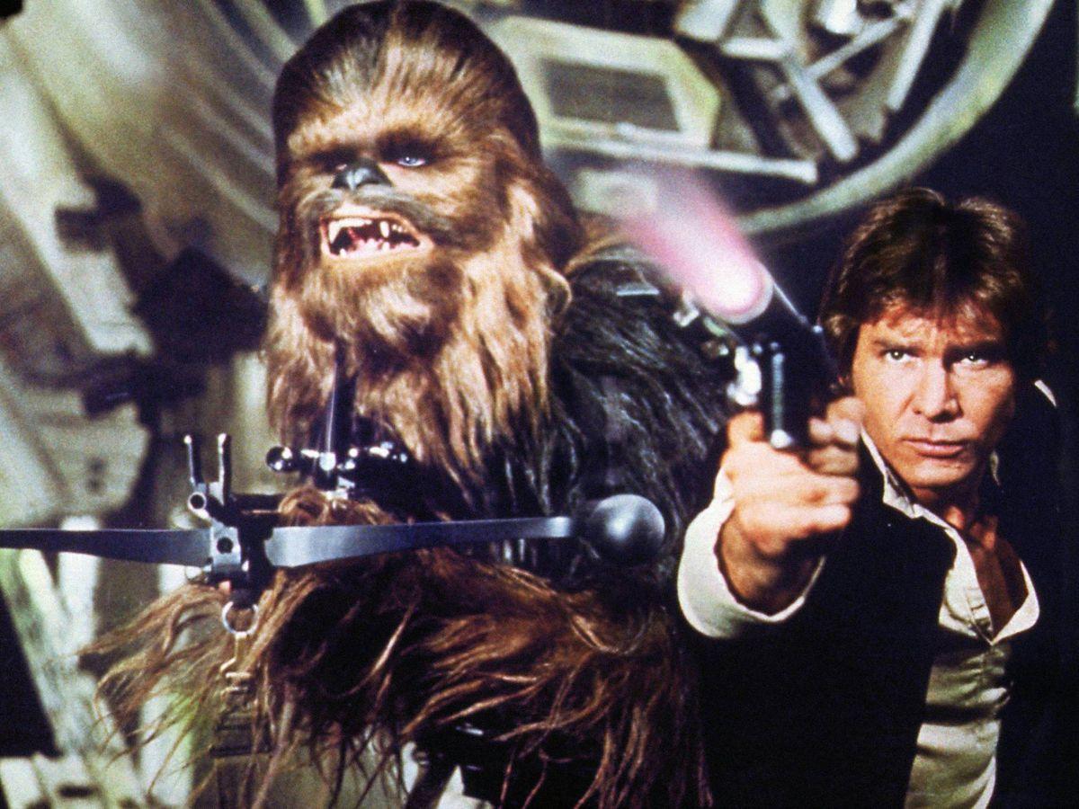 Foto: Peter Mayhew y Harrison Ford, en el 'Star Wars' de 1977. (CP)