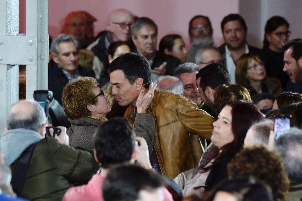 Foto: Pedro Sánchez, a su llegada a la asamblea abierta de militantes y simpatizantes en Valladolid, este 3 de febrero. (EFE)