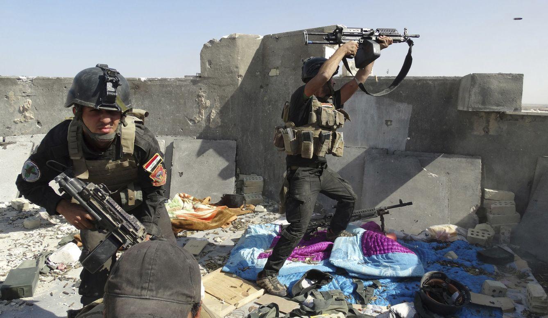 Foto: Miembros de las Fuerzas Especiales iraquíes durante combates con milicianos del ISIS en la ciudad de Ramadi, el 19 de junio de 2014. (Reuters)