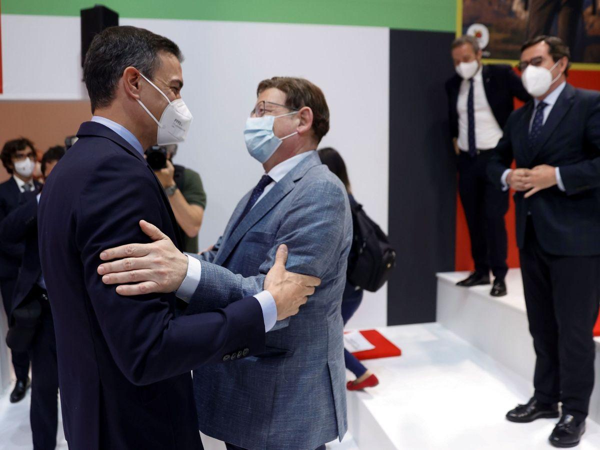 Foto: Pedro Sánchez saluda a Ximo Puig. (EFE)