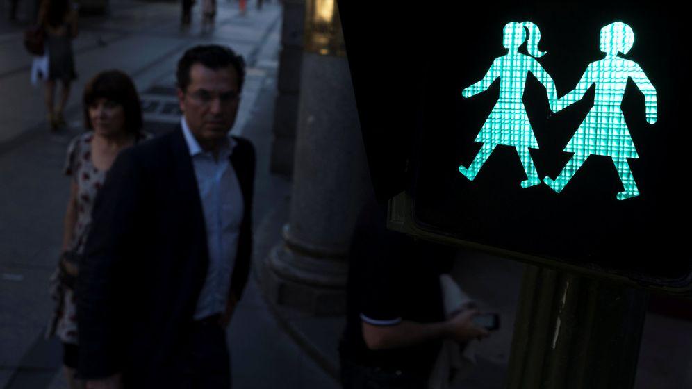Foto: Los semáforos de parejas del mismos sexo de Madrid. (Reuters)