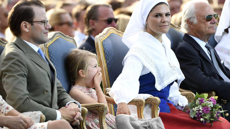 Victoria de Suecia, con el traje nacional de su país. (Cordon Press)